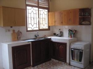 Many kitchens don't have upper cabinets so this is a bonus!