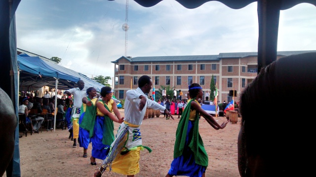 Rwandese dancers entering